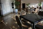 маса от ратан за плажен бар