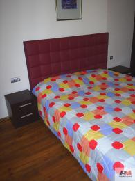Легло с тапицирана табла