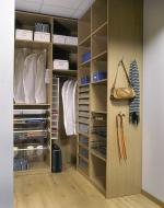 поръчкови мебели за обзавеждане на луксозни гардеробни за ваканционни жилища фирма