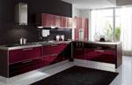 Кухня с виолетови врати