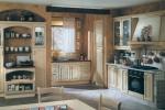 Проектиране и изработка на кухни от масивно дърво по поръчка на клиента